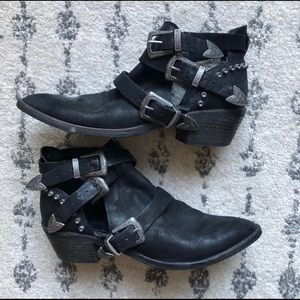 Black Dolce Vita Booties